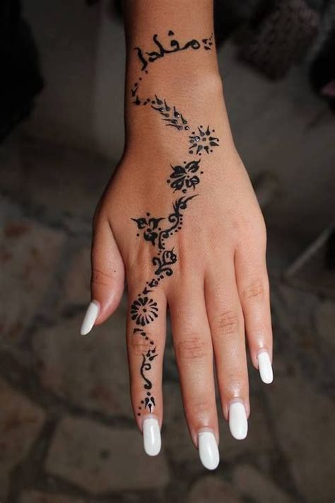 Hand Tattoos for Girls Designs, Ideas and Meaning