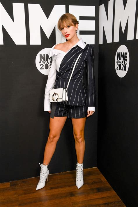 Taylor Swift dynamite hot at NMA Awards 2020 in white